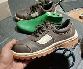 Sepatu safety kulit kombinasi