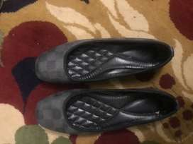Imported Black pumps for sale