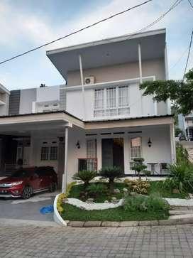 (Owner) Rumah Mewah 2,5 lantai Baru Renovasi Full Furnished