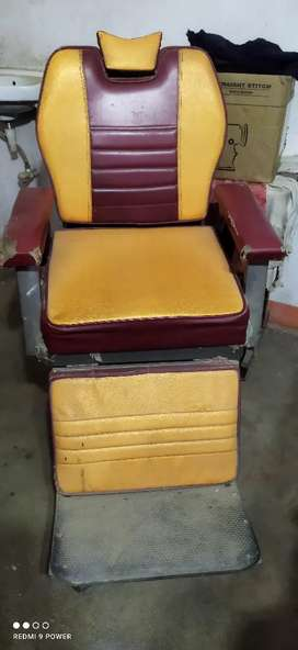 2 salon chairs 7500-/