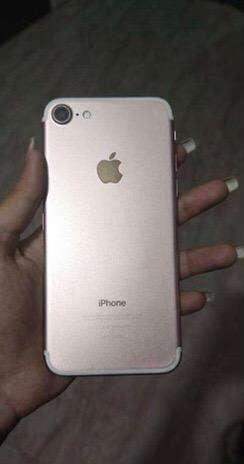 iPhone 7 (Gold 256 GB Variant)
