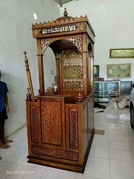 Mimbar masjid kubah model kaligrafi