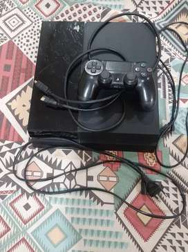 PS 4 (Fat)(model CUH-1001A) with one game