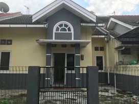 Dikontrakkan Rumah dengan Harga Murah lokasi strategis