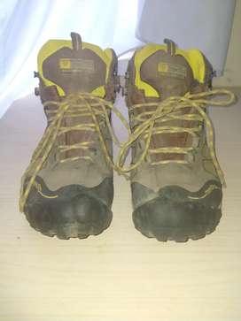 Sepatu Gunung Treksta