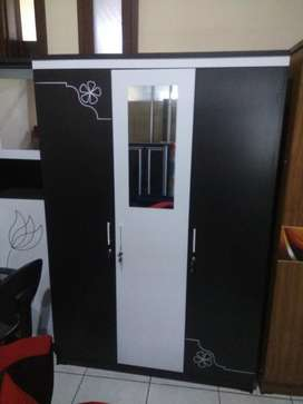 lemari 3 pintu izco