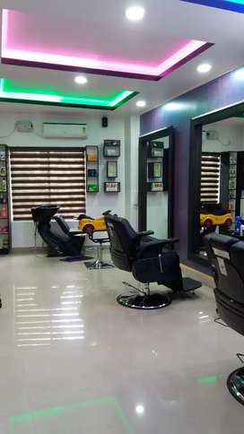 Beauty parlor lady staff     AGE.18 to 25
