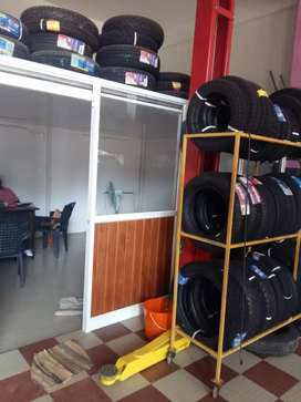 Manatec wheel alignment shop and tyres