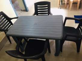 Maharaja Plastic Moulded Chairs set of 4 with plastic centre table