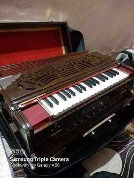 I want to sell the Scaler Change Harmonium. It is made my Raj Music.