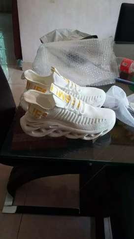 Sepatu sneakers pria ultralight