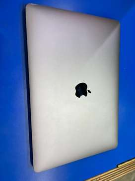 Apple macbook pro 13inch 2017. Non touch baar good working condition