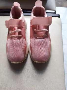 Sepatu kets/sepatu sekolah/sepatu jalan anak perempuan warna pink