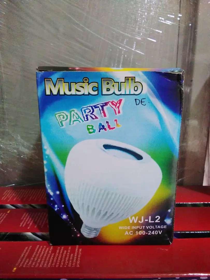 Lampu Music 6W Bluetooth Party Ball 0