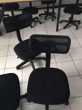 Kursi roda warna hitam