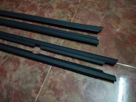 Innova outer weather strip Set of 4 pce Shipping
