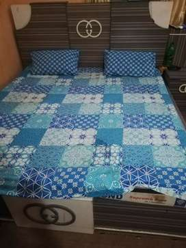 BED made of formica sheets in Normal condition