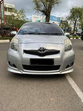 Yaris S limited metic 2011