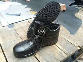 Safety shoes(606)