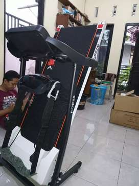 Treadmill elektrik Dua fungsi New Verona class home use