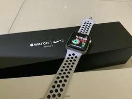 Apple Watch 3 NIKE 44mm iwatch 44 mm SILVER BLACK GARANSI IBOX FULLSET