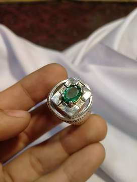 1.50+ carats emerald beautifull ring