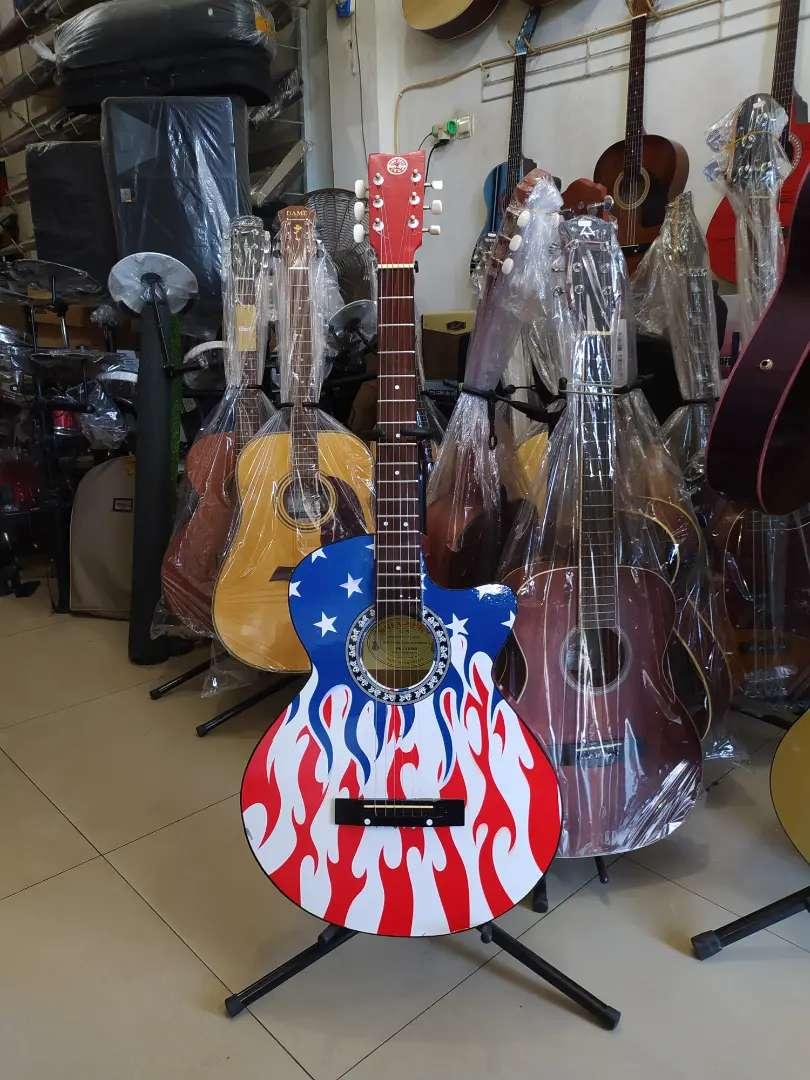 Gitar akustik standar pabrilikan limited