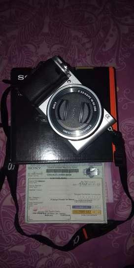 Sony A6400 + Lensa Kit