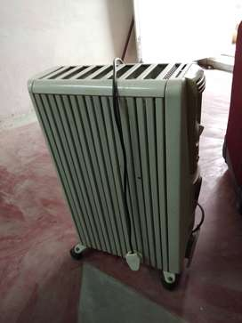 Room warmer, oil radiator type heater