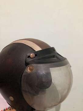 Helm retro bekas