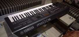 Yamaha mox6 music synthesizer and workstation inbuilt sound card