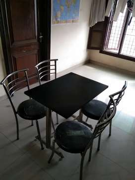 Table with 4 chairs/ Table with 2 chairs