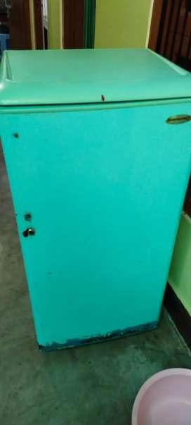 Kelvinator refrigerator 190litres