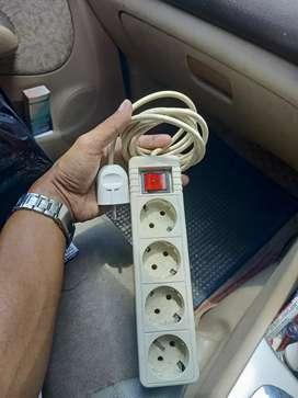 Di jual kabel sambung listrik ada colokan 4 dan 3kabel sekitarnya 3