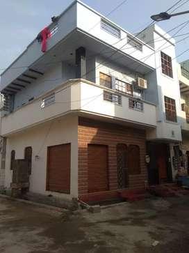 Top location corner house. 1 shop bhi h