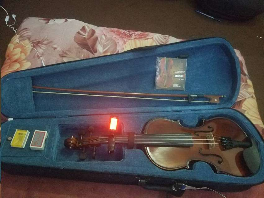 Bailando 3/4 Stringed Violin with Bow and accessories 0