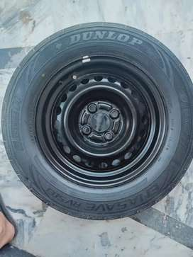Good Conditioned Dunlop R14 Tyre for sale