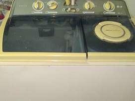 LG top loading semi automatic 6.5 kg washing machine