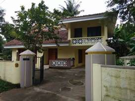 4 bhk 2200 sqft posh house at aluva near east kadungallur