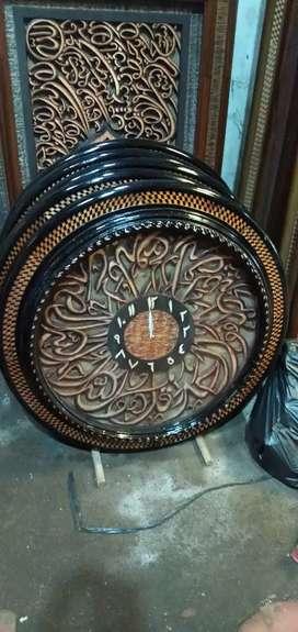 Jam hias masjid kaligrafi
