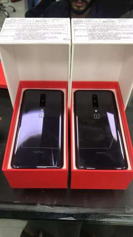 BIG DISCOUNT on ONE PLUS phone 256gb and 8gb in warranty