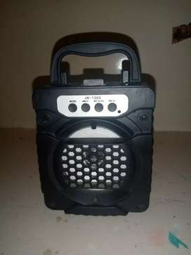 MP4 speaker with memory card