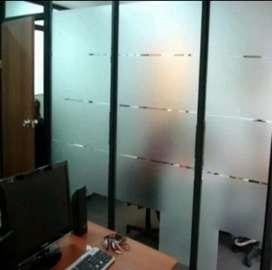Kantor lebih tenang dengan kaca tertutup stiker sanblas dan kaca film