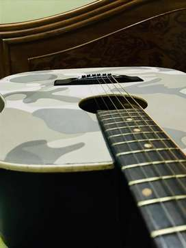 GUITAR FOR SELL (FENDER) COMPANY 9 MONTHS OLD
