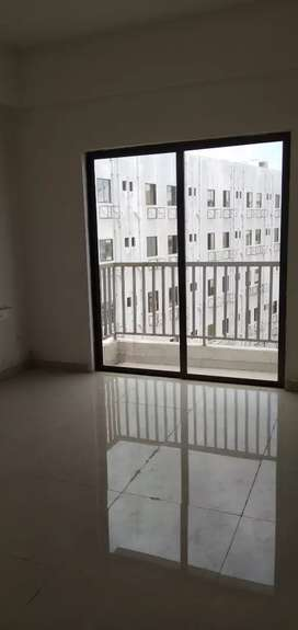 Newly 2 bhk flat available Gotri bansal mall pase near linde