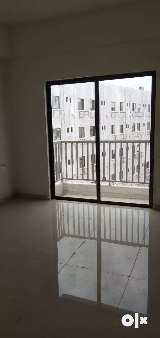 Newly 2 bhk flat available Gotri bansal mall pase near linde 0