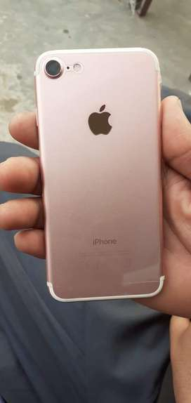I PHONE 7 128GB ROSE GOLD  CONDITION 10/10  BOX AND ALL ACCESREIES