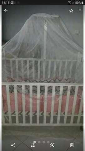 Baby bed anak laki perempuan biru dan pink