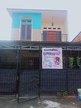 Dikontrakkan rumah 2lantai free listrik&air sumur