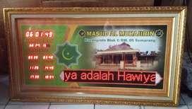 Pengrajin jam masjid digital